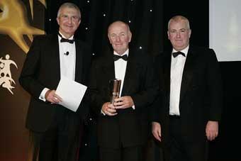 Legendary cricket coach Jack Birkenshaw has won the lifetime achievement award at the 2010 UK Coaching Awards.