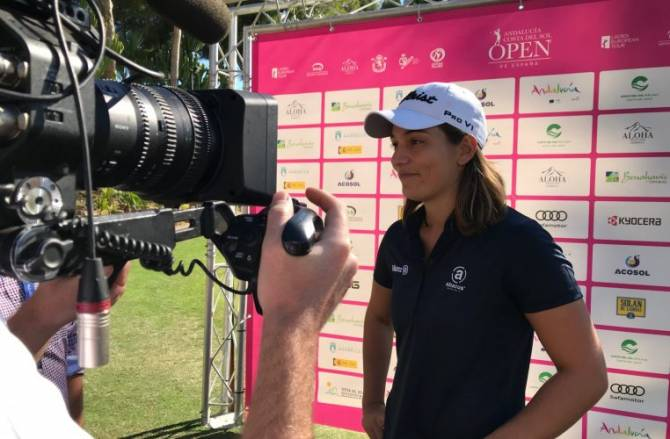 Women sport news - Lampert Leads at Halfway and Hole In One for Kim
