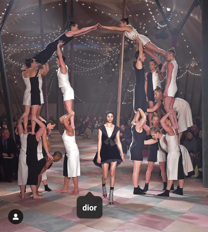 Women sport news - Beautiful acrobats as Dior opens the show