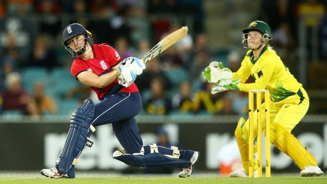 England win thrilling final Women's Ashes IT20