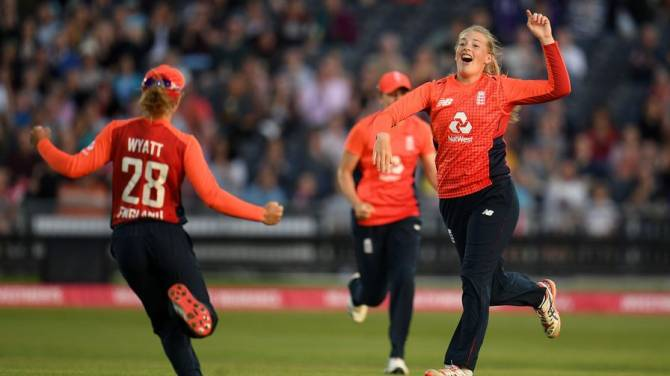 Women sport news - England Women Win First Warm-Up Under Lisa Keightley