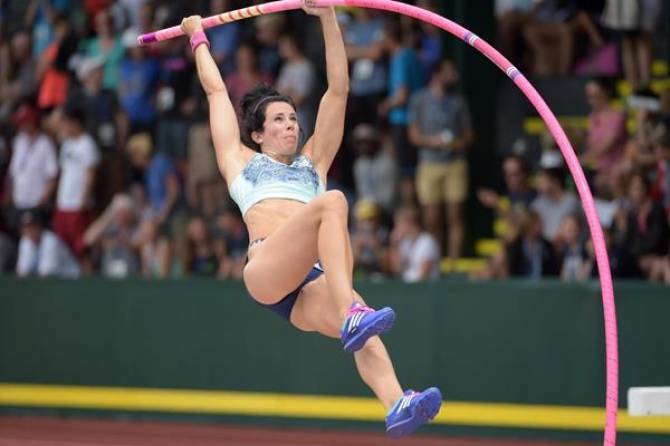 Women sport news - Jenn Suhr sets pole vault world indoor record with 5.03m