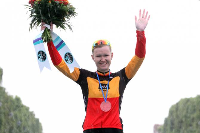 Women sport news - Jolien D'hoore wins the bunch sprint for second place in La Course by Le Tour