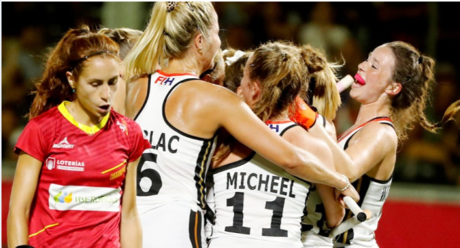 Women sport news - LORENZ'S FINAL MINUTE CORNER WINS FINAL SPOT FOR GERMANY