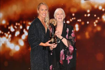 Women sport news - LANGMAN RECEIVES DAME LOIS MUIR SUPREME AWARD AT NZ NETBALL AWARDS