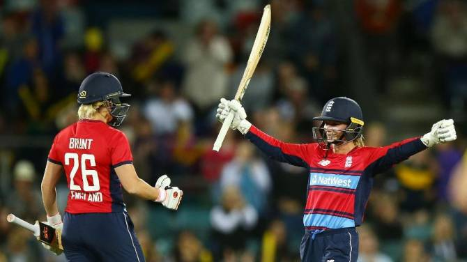 Women sport news - Record-Breaking England Start With A Bang