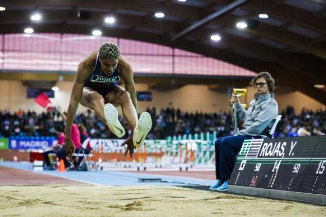 Rojas breaks world indoor triple jump record in Madrid