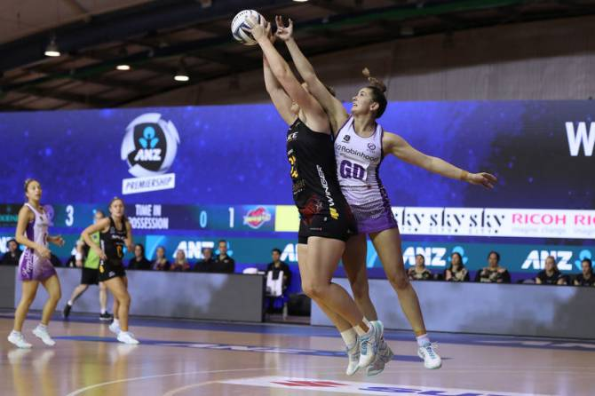 Women sport news - STARS SHINE WITH LATE SURGE TO PIP MAGIC