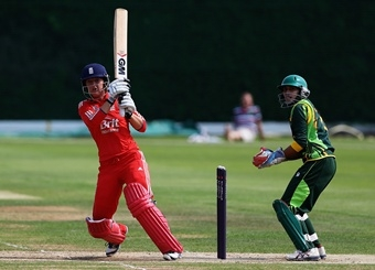 sarah_taylor_england_pakistan_twenty20_international_july_5.jpg